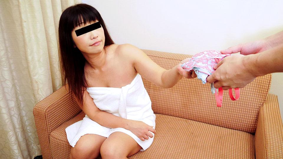 Pacopacomama 041718_250 Haruka Ikee 奥さん、今はいてる下着を買い取らせて下さい!〜田舎臭い主婦のパステル下着〜