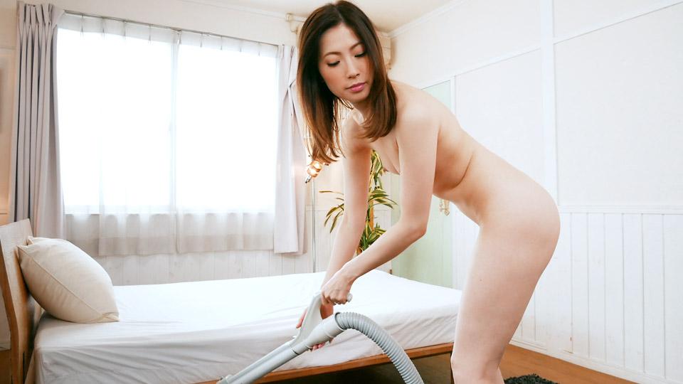 Pacopacomama 071319_133 Yui Shinjo 全裸で掃除機をかける女の肉欲情事 〜美熟女画報〜
