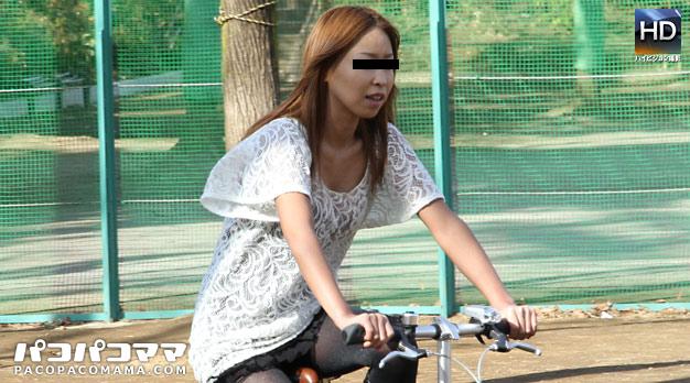 Pacopacomama 072111_419 Miku Natsukawa ママチャリ 〜Fカップ巨乳熟女野外デート〜