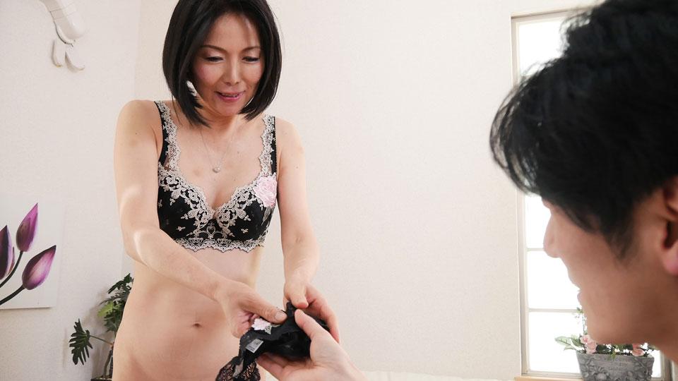 Pacopacomama 111718_377 Ai Aoyama 奥さん、今はいてる下着を買い取らせて下さい!〜魅惑の黒のTバック〜