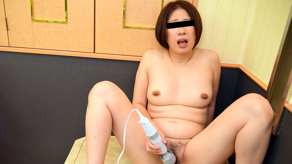 Pacopacomama 122918_412 Satomi Yamauchi Great flood! Squirting mature woman squirting masturbation