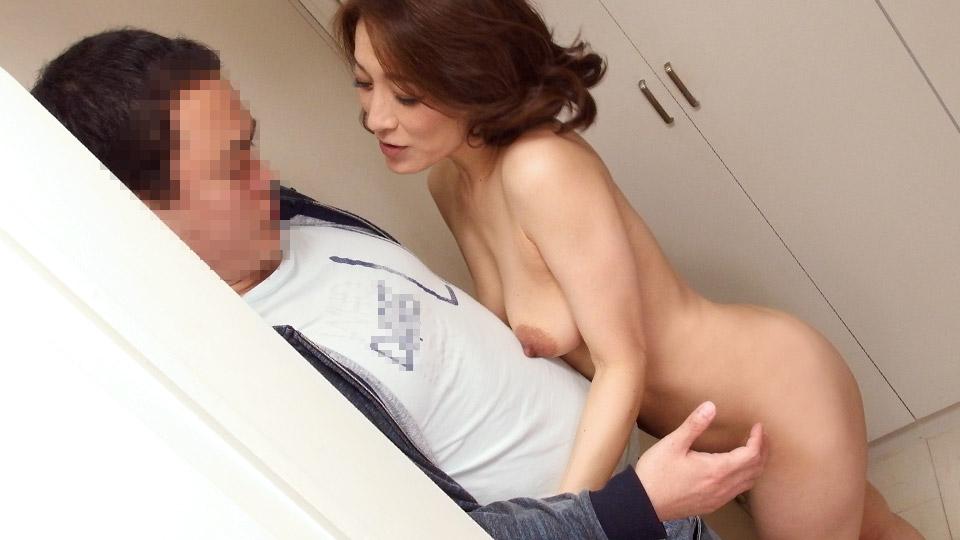 玄関先でスッポンポン 19 〜最強の熟女の誘い…〜